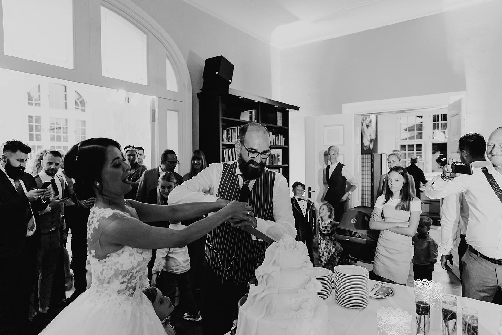 portrait_wedding_maggiundphilip_kirche_37