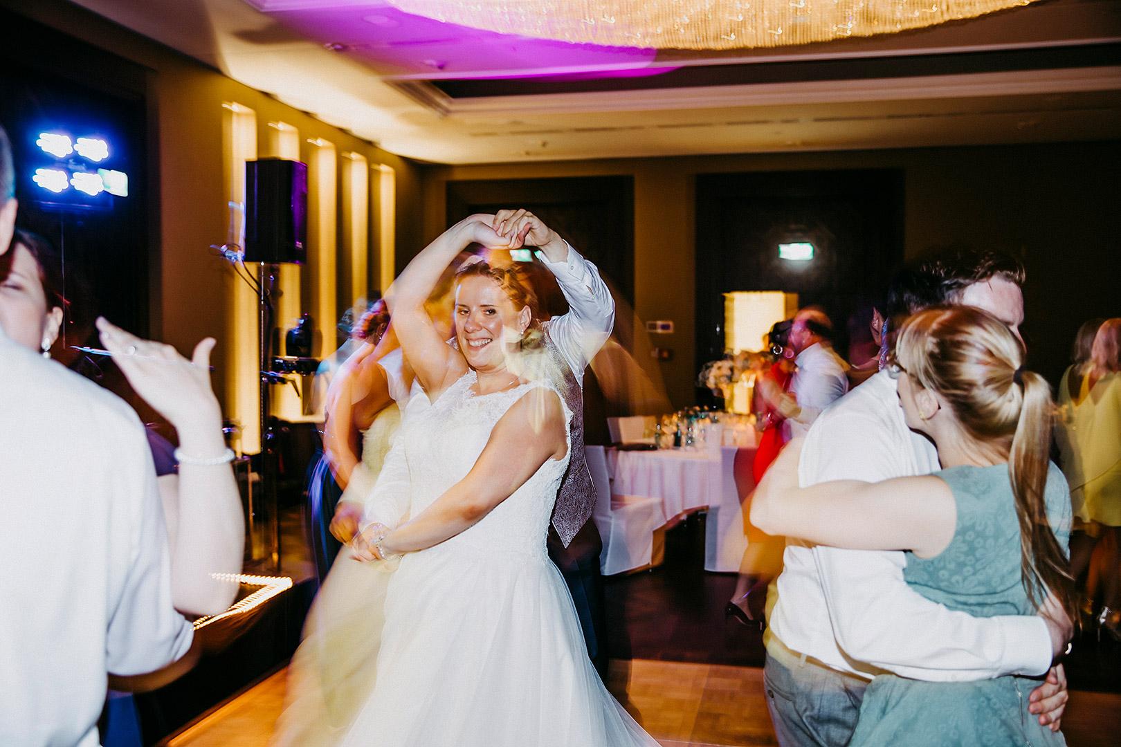 portrait_wedding_sandraundmichael_kirche_20
