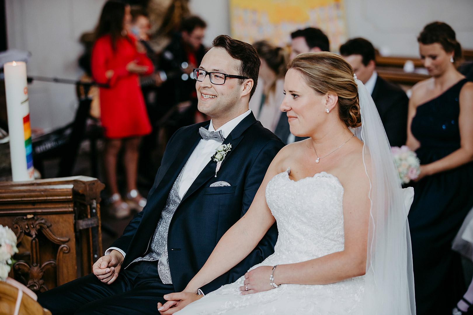 portrait_wedding_sandraundmichael_kirche_51