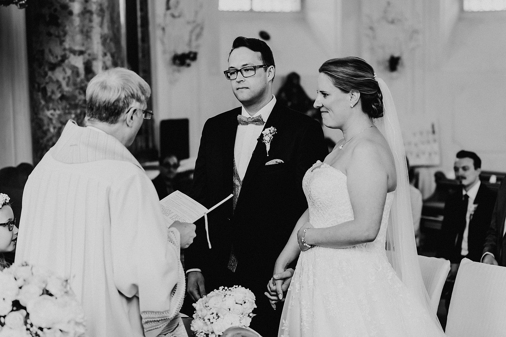portrait_wedding_sandraundmichael_kirche_55