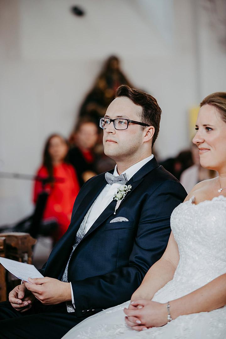 portrait_wedding_sandraundmichael_kirche_57