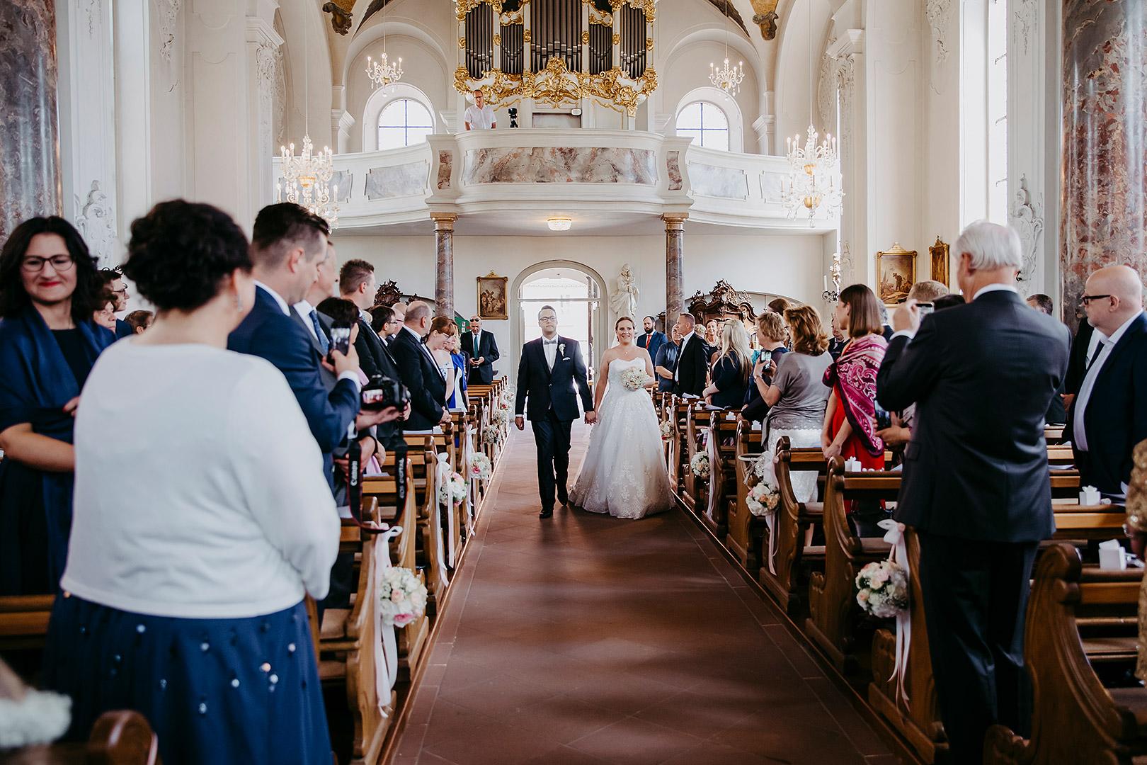 portrait_wedding_sandraundmichael_kirche_60