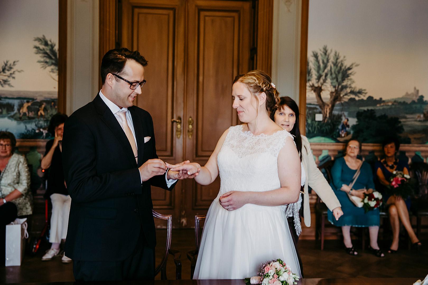 portrait_wedding_sandraundmichael_standeasamt_21