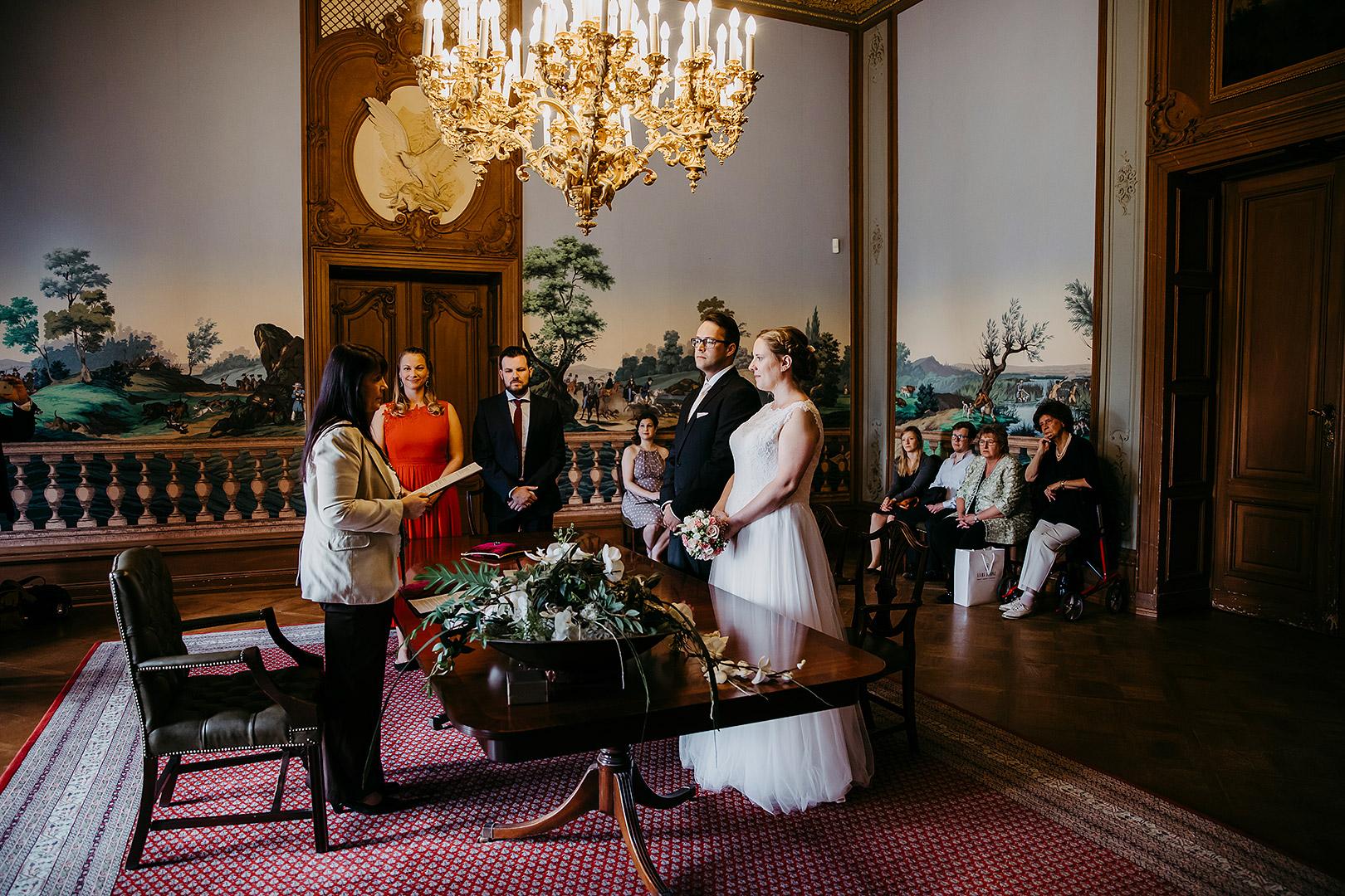 portrait_wedding_sandraundmichael_standeasamt_24